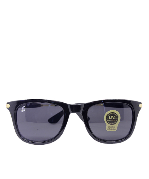 Black frame golden temple Wayfarer.