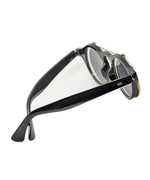 Retro style round clamshell flip up sunglasses.