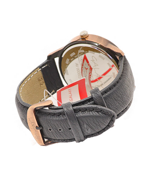 Round dial metal watch for men.