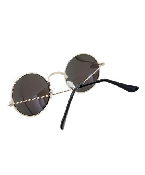 Unisex steel rim dark sunglasses.