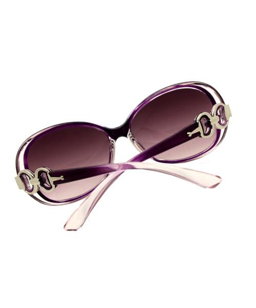 Women purple oversized sunglasses.