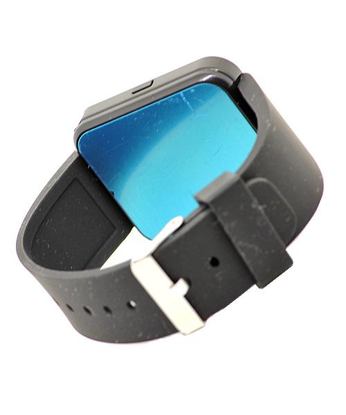 Black smart watch – no sim.