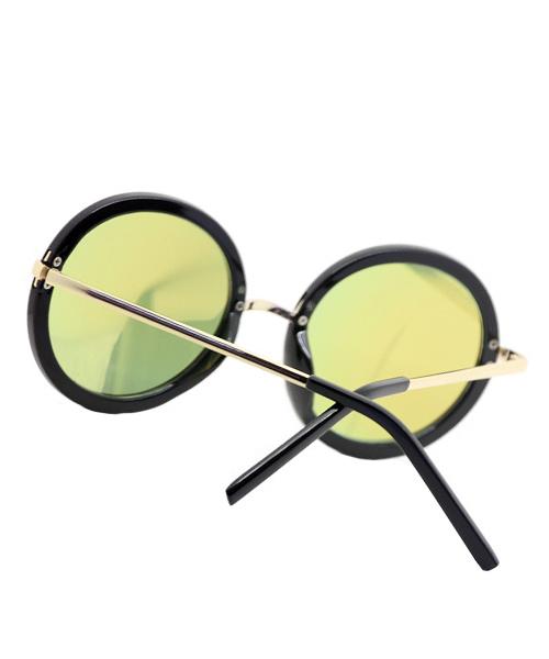 Unisex mirrored round sunglasses for men and women.