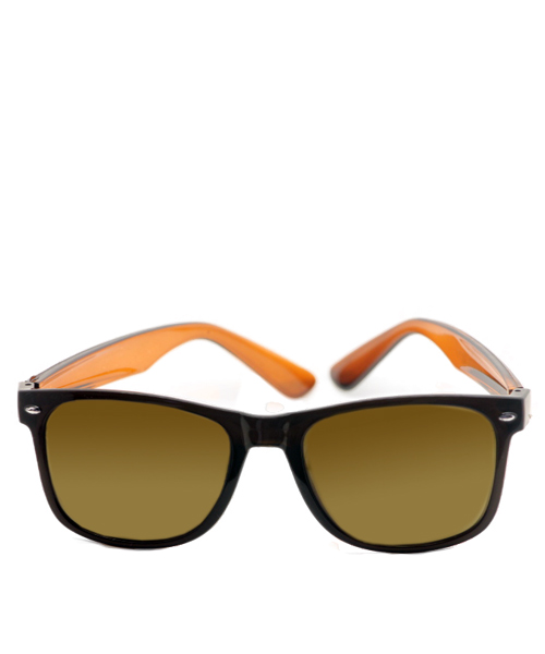 Brown transparent unisex wayfarer sunglasses.