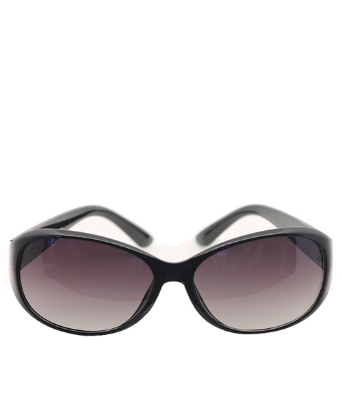 Black frame regular Wayfarer sunglasses for women.