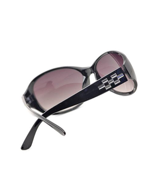 Black frame regular Wayfarer sunglasses for women.