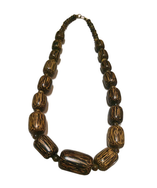 Womens barrel shaped wooden bead necklace.