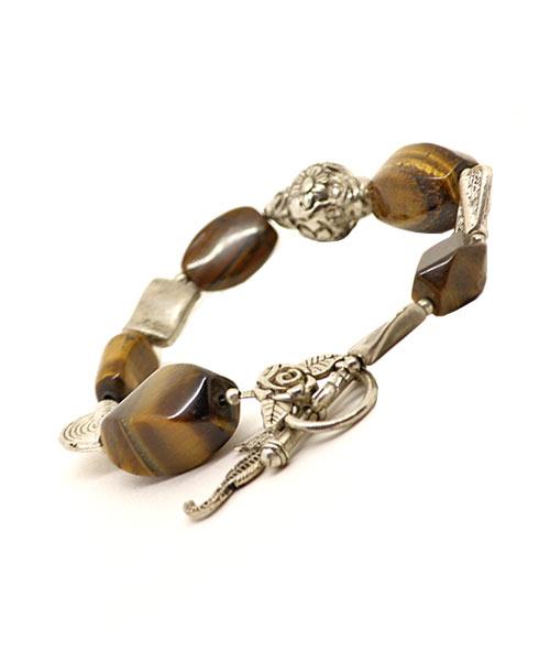 Charms / trinkets / artificial stone bracelet for girls / women.